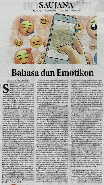 scan esai Bahasa dan Emoticon di Jawa Pos